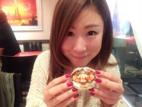 上海蟹にワクワクするライター榎本