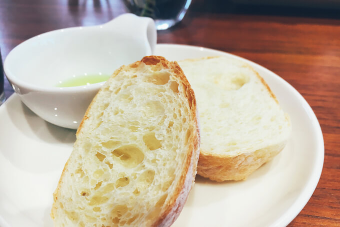 オリーブオイル付きパン