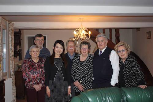 ホームステイ先のマダムとそのご家族