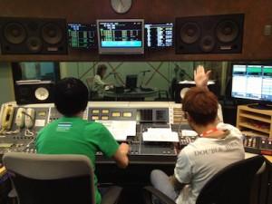 ラジオDJの仕事風景